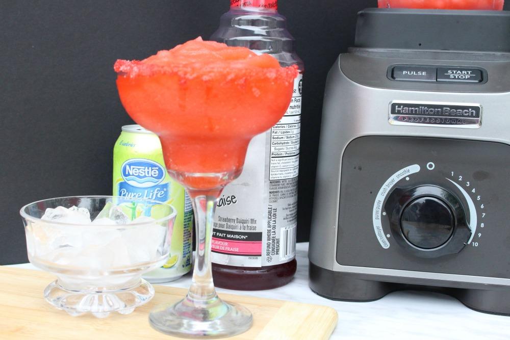 Simple Fizzy Strawberry Daiquiri Mocktail Recipe