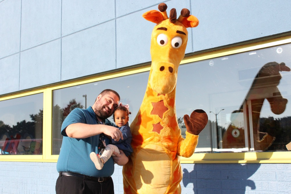 Grateful Sunday: Meeting Geoffrey The Giraffe In Toronto