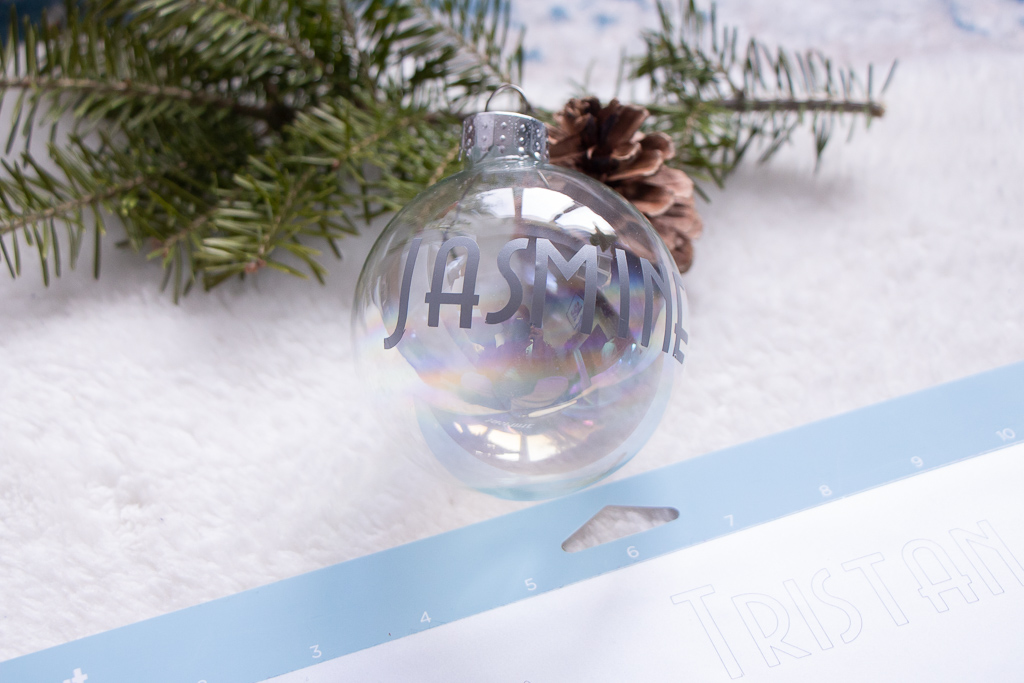 Super Simple DIY Personalized Christmas Ornaments | Cricut Explore Air 2