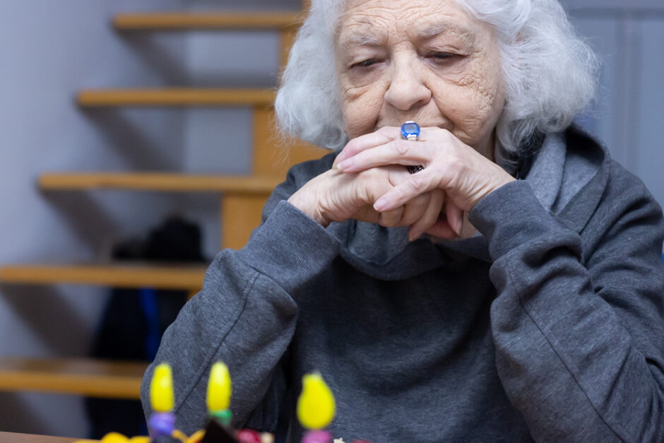 Why You Should Consider Sending Your Aging Parent to an Adult Day Center